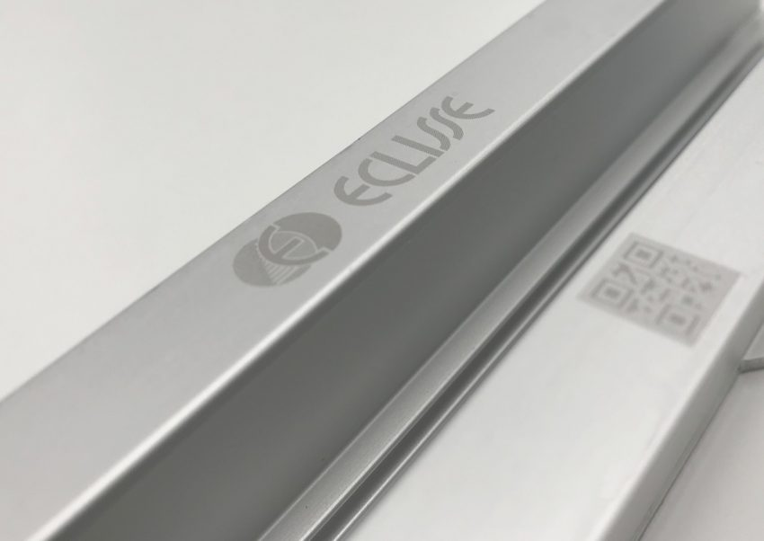Eclisse Laufschiene aus Aluminium mit Logo und QR-Code